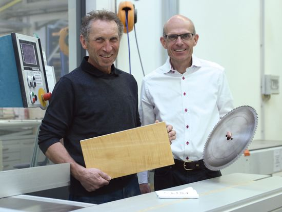 F/LIST uses the LEUCO DIAREX circular saw blade and DP panel sizing saw blade – on various materials including highly abrasive blown glass slabs. Franz Hausmann (left) is head of the pre-production department at F/LIST. Roman Edelhofer, Key Account Manager at LEUCO.