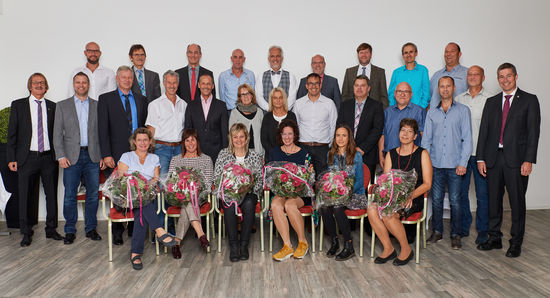 Not fewer than 42 employees with a period of employment between ten and 40 years were honored, received gifts and were awarded certificates at LEUCO's traditional anniversary celebration. The company bade farewell to three employees who earned a well-deserved retirement.