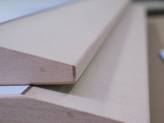 Beveled edge with 12° on the machining center in just two work steps without cracks on the veneered edge.