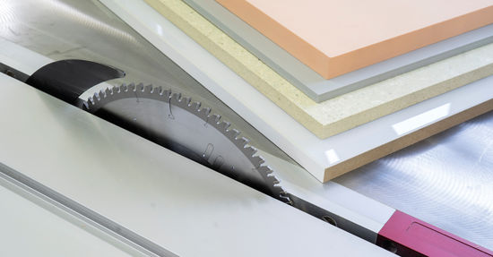 The new saw blade for plastic material is, above all, a specialist for all kinds of flat plastic panels such as glass laminate or many thermoplastics.